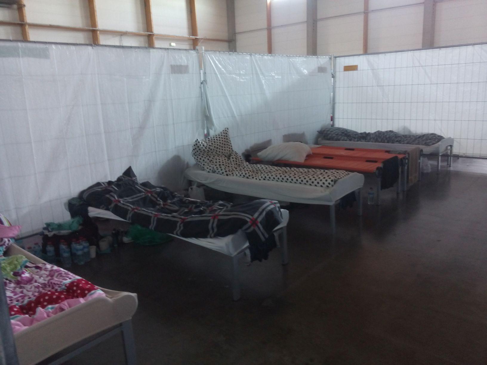 In der BEA - Blick in einen Schlafbereich mit den Feldbetten (ohne Personen)