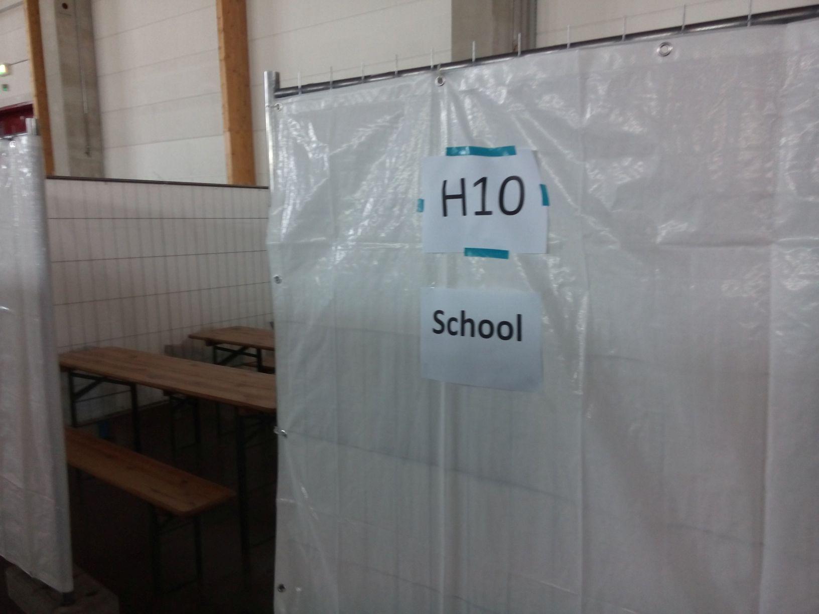 In der BEA - Schild für die Schule