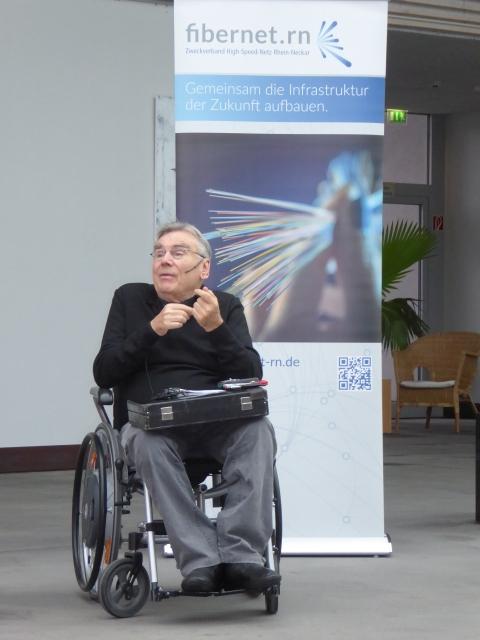 Manfred Sauer bei seiner Ansprache