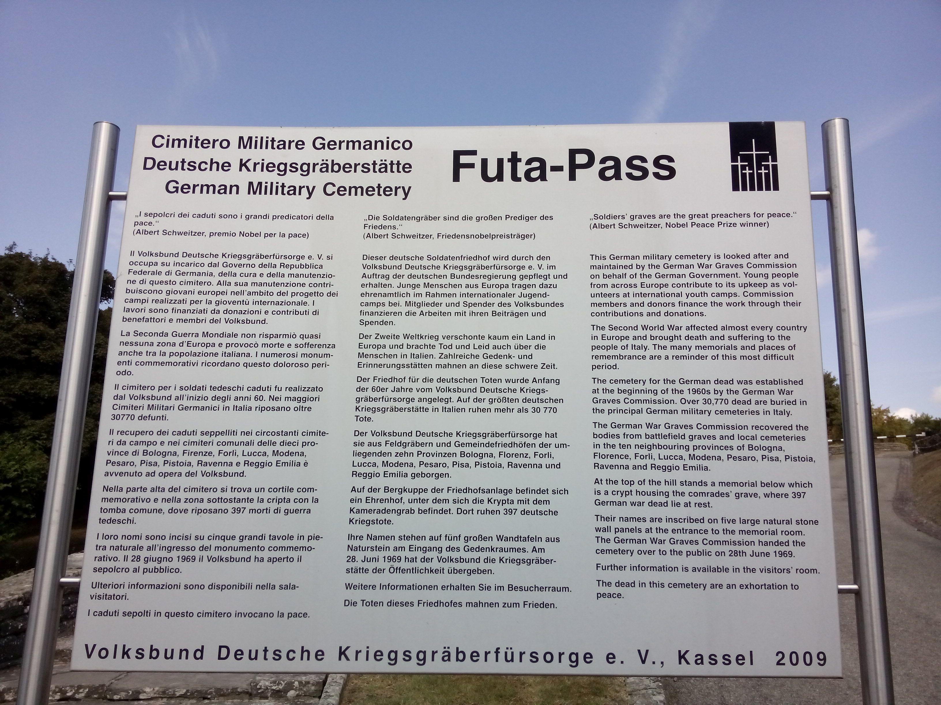 Schautafel zum Soldatenfriedhof auf dem Futa-Pass in der Toskane