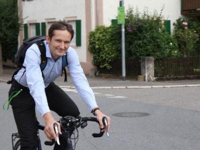 Hermino Katzenstein mit dem Rad auf Tour im Wahlkreis