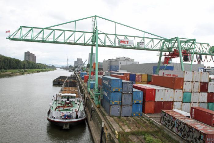 Containerterminal im Mannheimer Hafen.