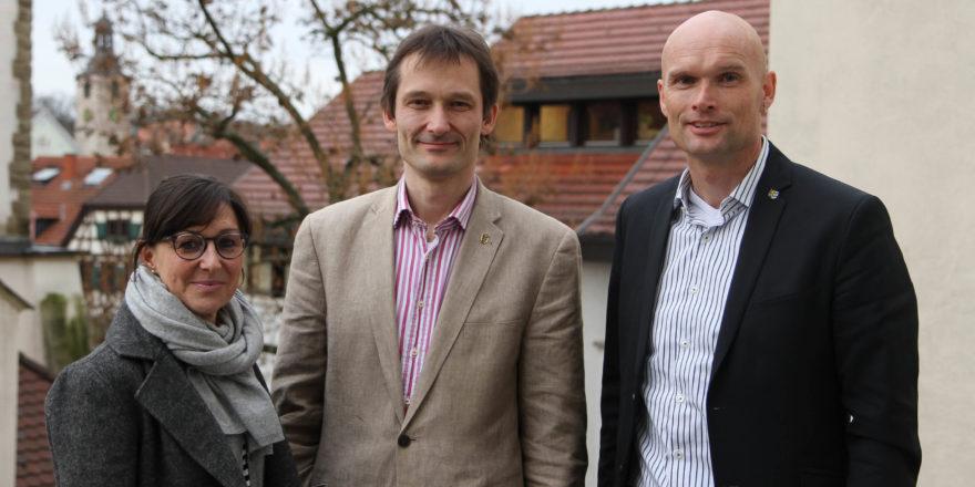 Gabriela Lachenauer, MdL Hermino Katzenstein und OB Dirk Elkemann auf dem Rathausbalkon