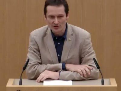 Abg. Hermino Katzenstein während seiner Rede im Landtag