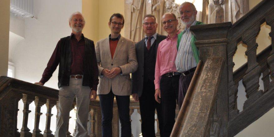 Dietrich Grebbin, Hermino Katzenstein, Dezernent Jochen Müssig, Kreisrat Rainer Moritz und Karl Heinz Meier im Kloster Gerlachsheim