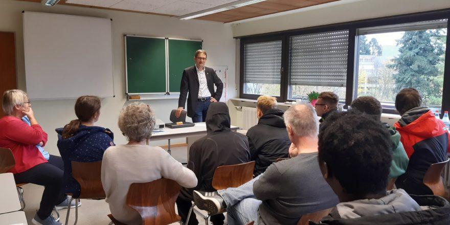 Tag der freien Schulen: MdL Hermino Katzenstein besucht Franz-Sigel-Schule in SinsheimGehe zu