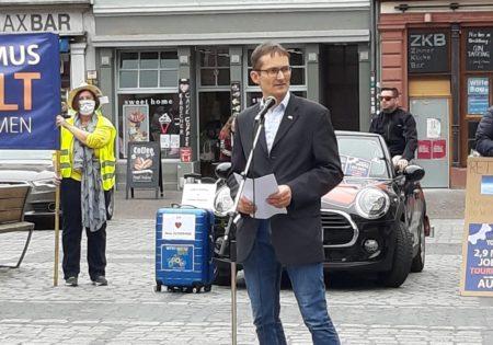Hermino Katzenstein MdL bei seiner Rede auf dem Heidelbergger Marktplatz