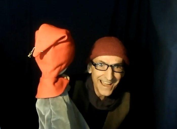 Screenshot: Martin Fuchs mit roter Handpuppe